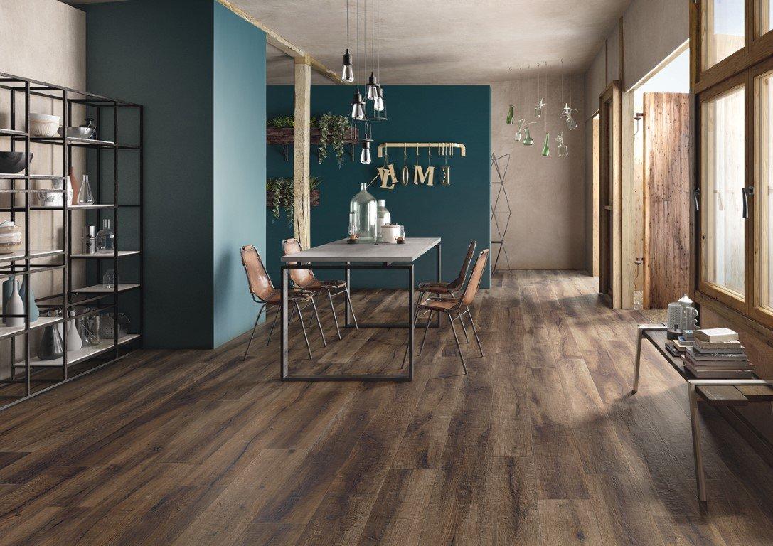 De Imola Kuni T is een houtlook vloertegel, ideaal voor de woonkamer of badkamer.