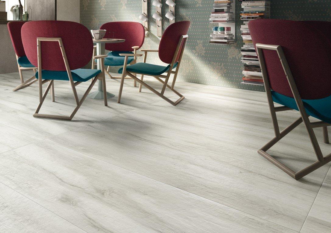 De Imola Kuni W is een houtlook vloertegel, ideaal voor de badkamer of woonkamer